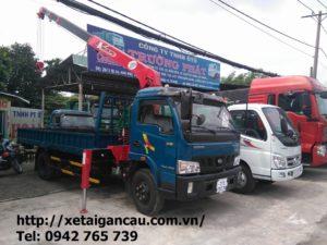 Xe tải cẩu Veam VT650 gắn cẩu 3 tấn.